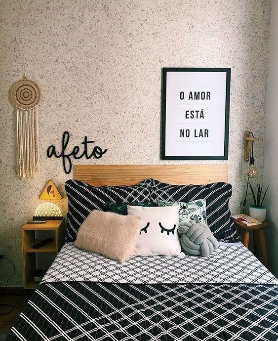cama com almofadas decorativas