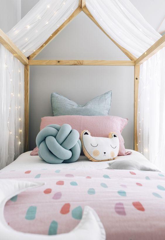 almofada nó escandinavo no quarto infantil